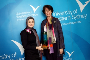Vice-Chancellor Professor Janice Reid AM and Samah Hadid, Winner of the Young Women of the West Award for 2009